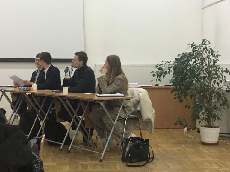 Uczniowie podczas debaty oksfordzkiej