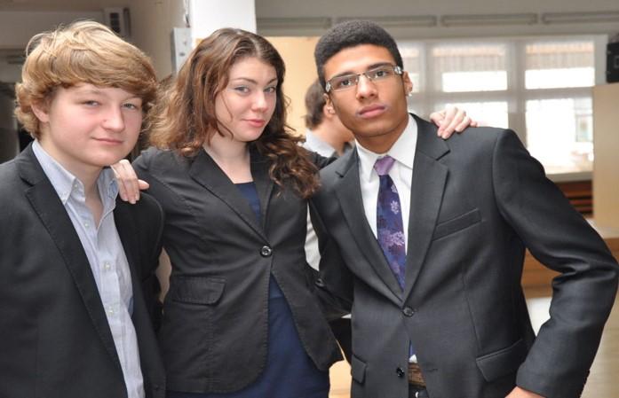Uczniowie po debacie w ramach Warszawskiej Ligii Debatanckiej